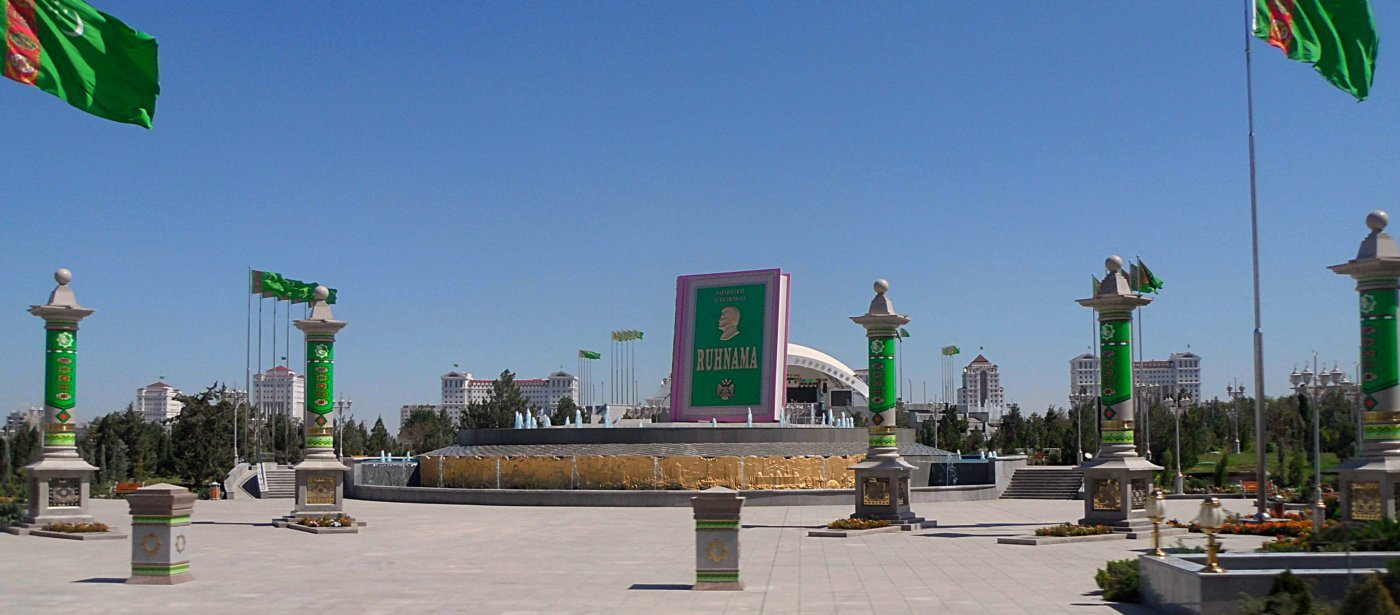 Ruhnama Denkmal Ashgabat